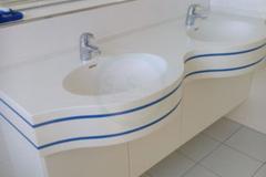 в-ванную-из-искусственного-камня