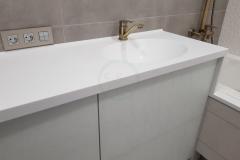 в-ванную-с-раковиной-из-искусственного-камня-Staron-SQ019-1-2