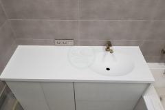 в-ванную-с-раковиной-из-искусственного-камня-Staron-SQ019-1-5