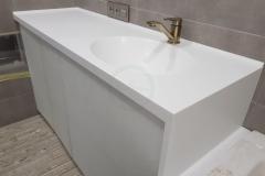 в-ванную-с-раковиной-из-искусственного-камня-Staron-SQ019-1-6