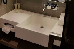 с-раковиной-из-искусственного-камня-для-ванной-комнаты-1-2