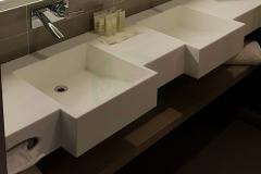с-раковиной-из-искусственного-камня-для-ванной-комнаты-1-3