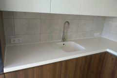 кухонная-с-мойкой-из-акрилового-камня-1-2